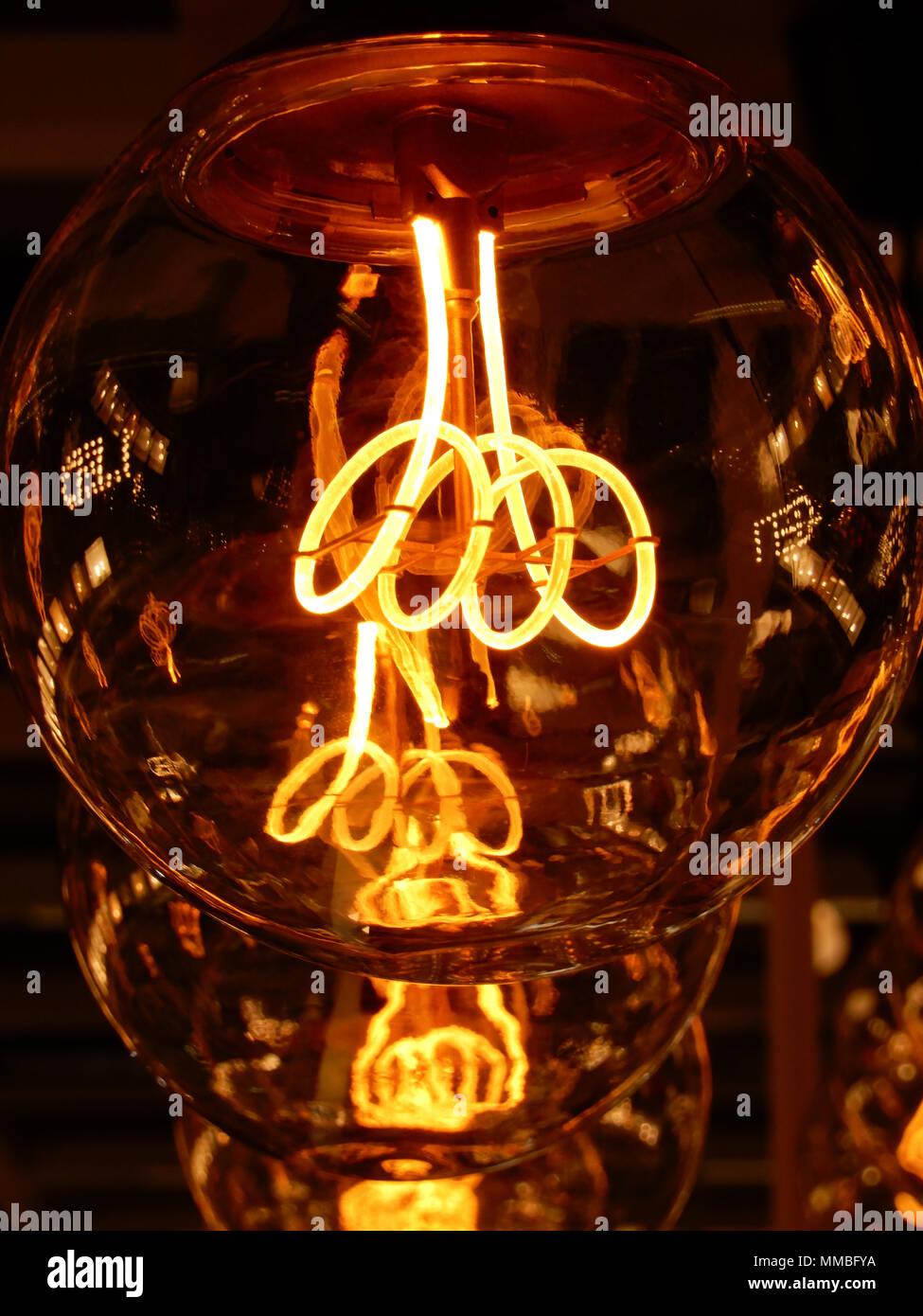 Glowing Filament Stockfotos & Glowing Filament Bilder - Alamy