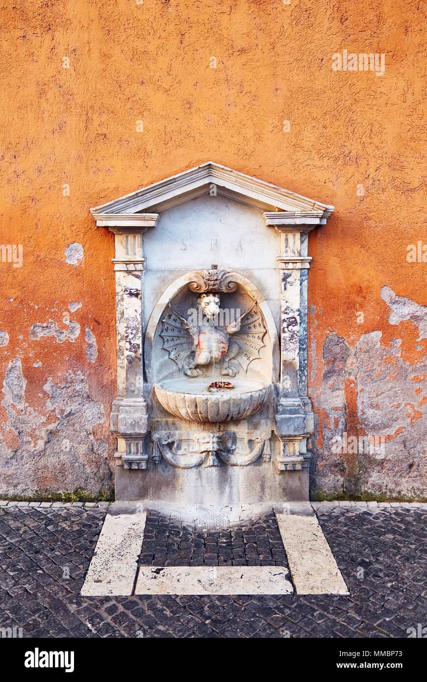 Hyggelig Kleine Trinkbrunnen mit Skulptur und Stein Dekor in schäbigen CW-27