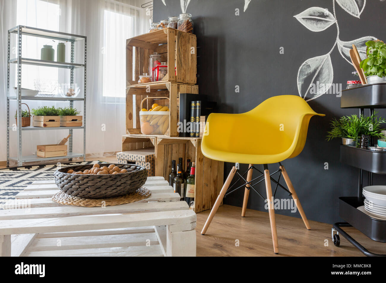 stuhl aus paletten perfect material zum bau des with stuhl aus paletten free origineller. Black Bedroom Furniture Sets. Home Design Ideas