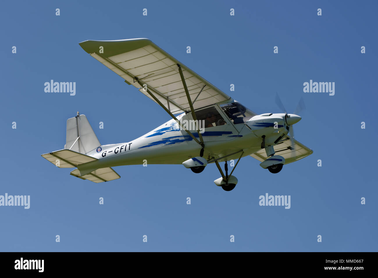 Ikarus C42 Light Aircraft Zieht Aus Popham Flugplatz In Hampshire Uk