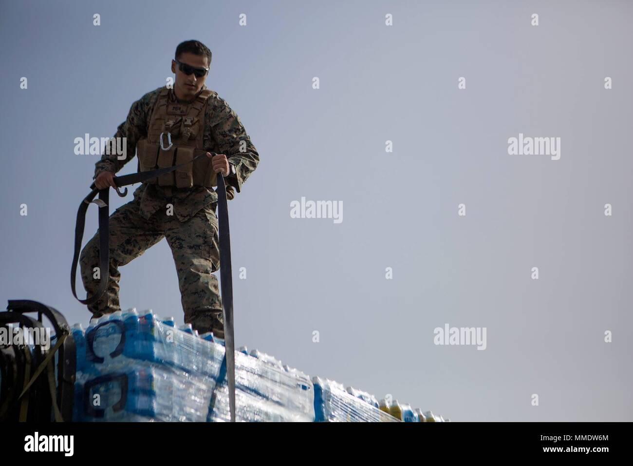 Us Marine Corps Cpl Adan Arroyo Mit Bekampfung Logistik Bataillon