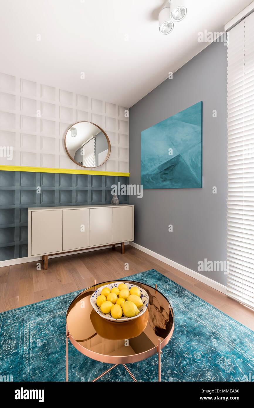Schwarze Und Weiße Quadratische Formen Mit Gelben Details An Der Wall In  Modernen Und Farbenfrohen Wohnzimmer