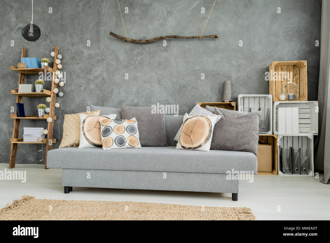 Moderne minimalistische und helles Wohnzimmer in den Farben Cyan mit ...
