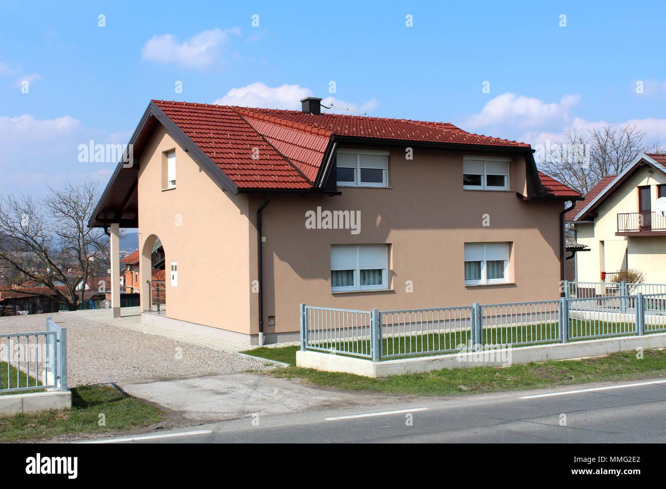 Neue S Haus Mit Modernem Design Mit Grauem Metall Zaun Gras Und