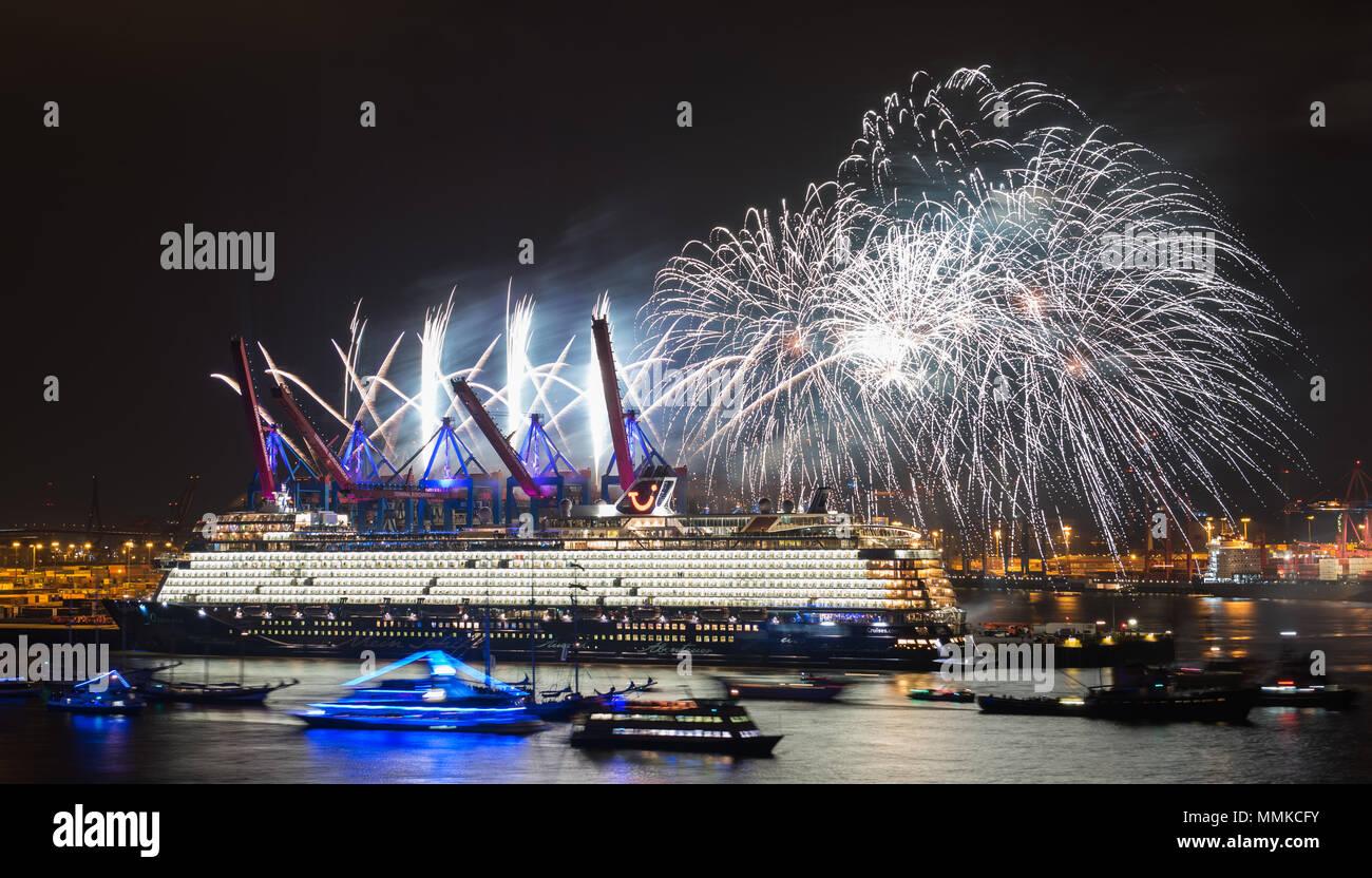11 Mai 2018 Deutschland Hamburg Feuerwerk Erhellt Die