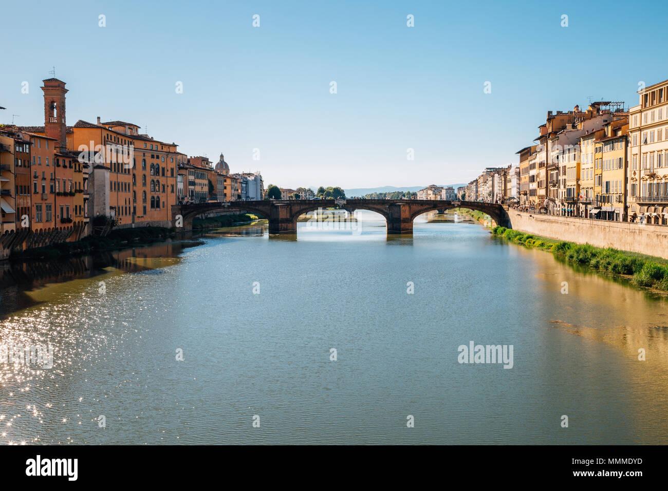Europäische Gebäude und Arno in Florenz, Italien Stockbild