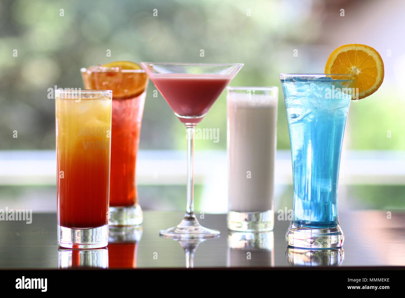 Farbenfrohe Cocktails Stockbild