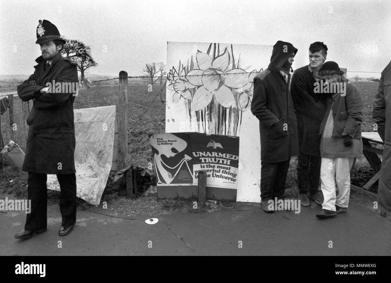 Greenham Common Frauen Friedenscamp, 1985, Menschen protestiert. 1980 s Uk HOMER SYKES Stockbild