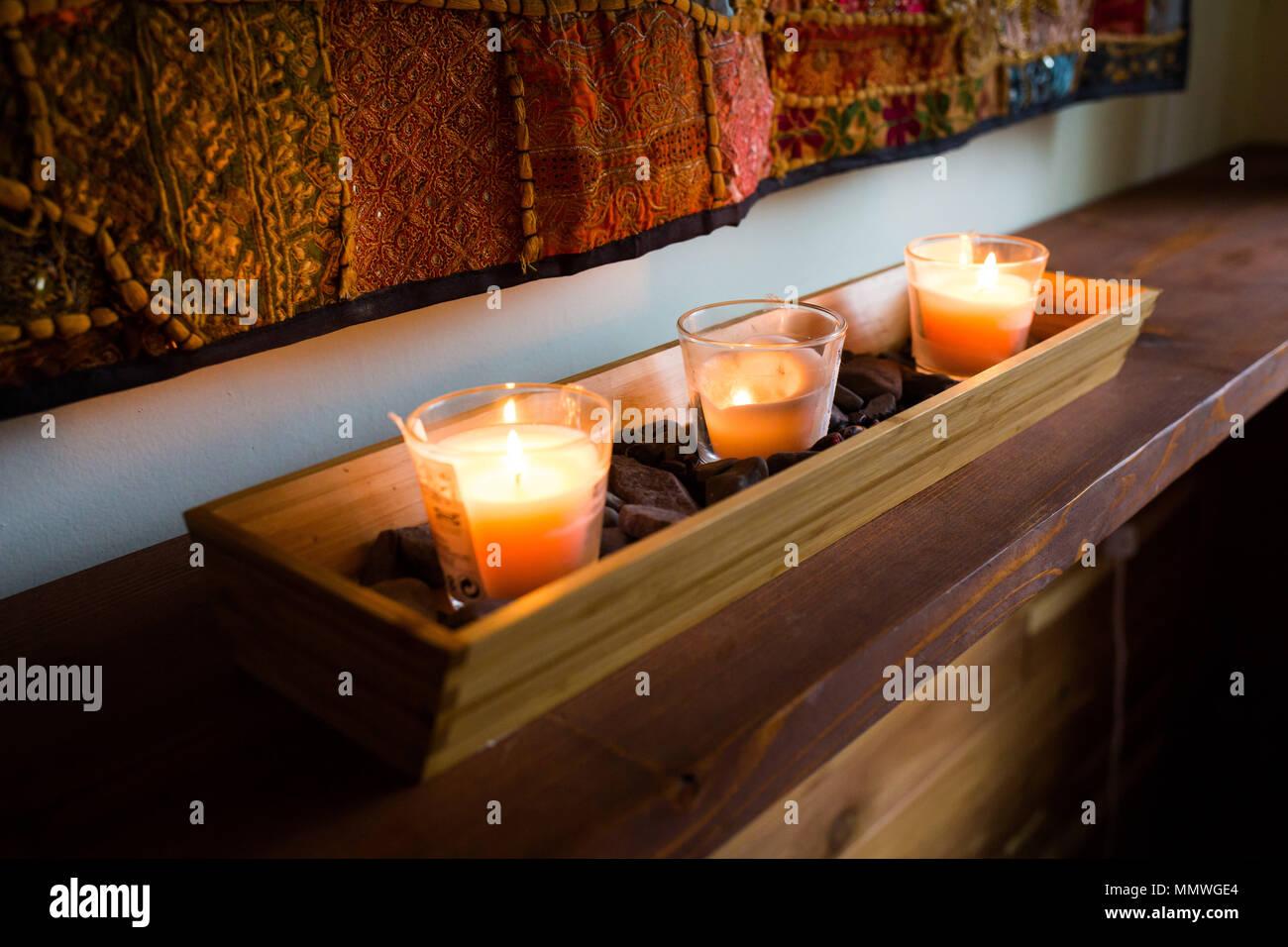 Romantische Kerzen Dekoration gemütliches Schlafzimmer Innenraum ...