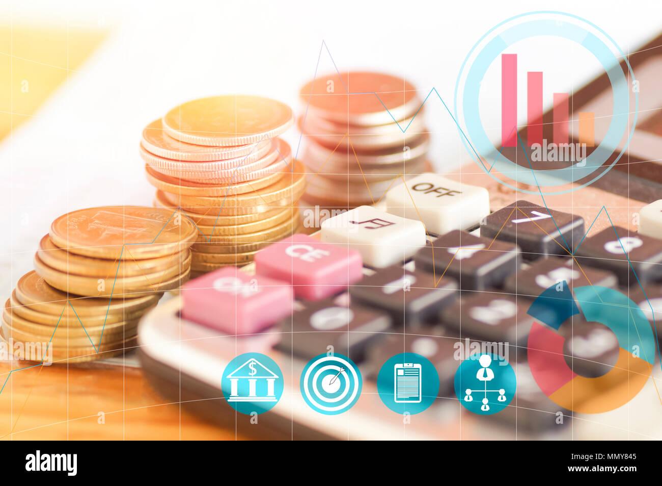 Bevorzugt Taschenrechner auf Holz Tisch mit Geld Münzen, Konzept in wachsen TI09