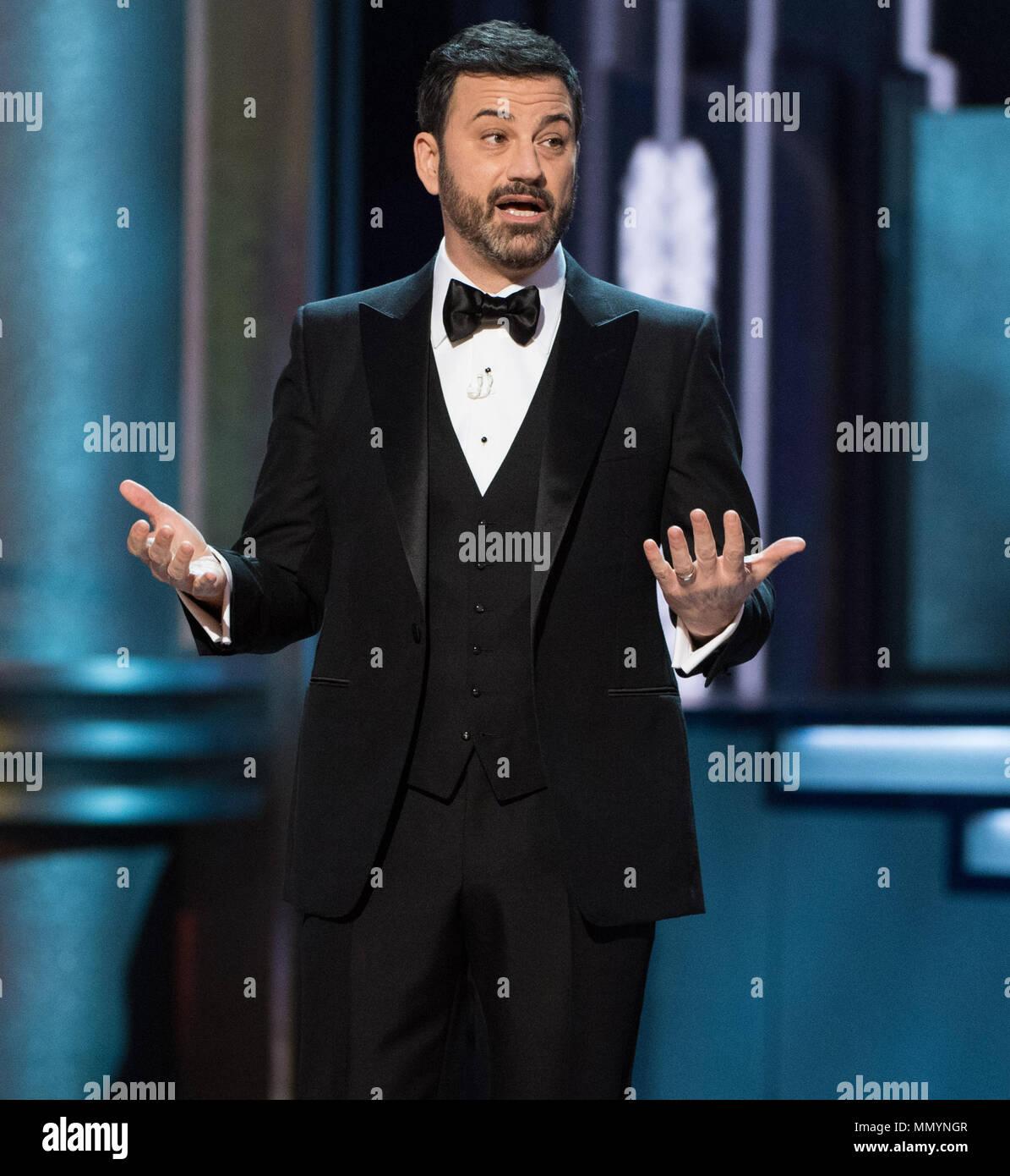 HOLLYWOOD, CA - 26. Februar: Jimmy Kimmel auf der Bühne führt während der 89. jährlichen Academy Awards in Hollywood & Highland Center am 26. Februar 2017 in Hollywood, California People: Jimmy Kimmel Stockfoto