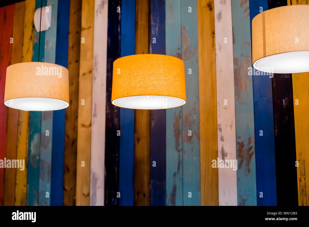 Lampe Kreis Orange. Abgehängte Decke Lampe. Moderne, Retro Pendelleuchte  Mit Vintage Glühbirne.