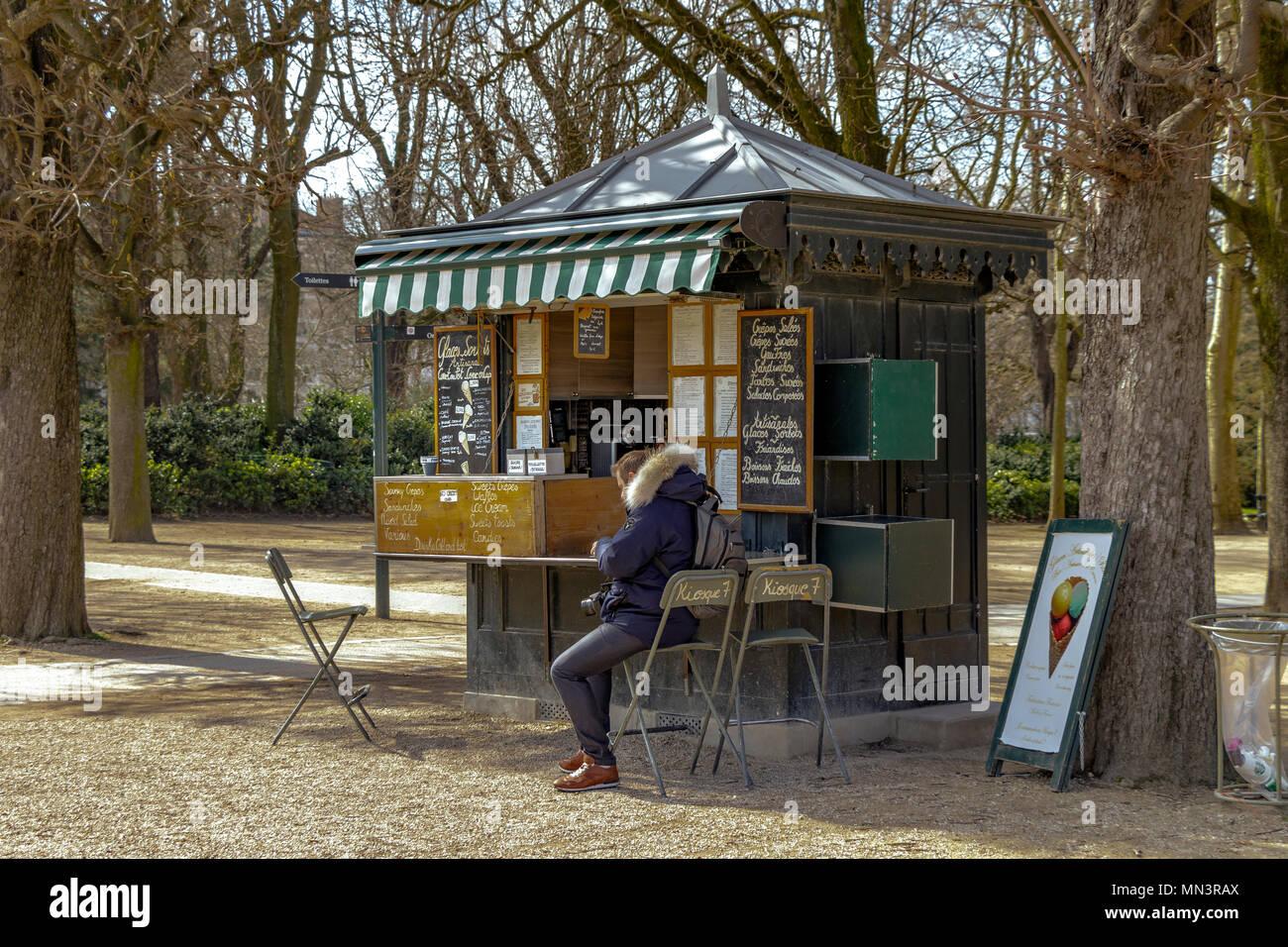 Outside Kiosk Stockfotos & Outside Kiosk Bilder - Alamy