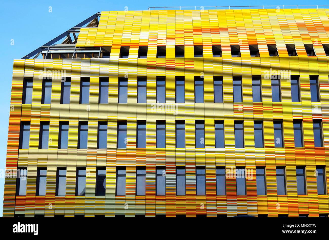 Straßburg, Frankreich, bunten Gebäude für das Zentrum für Biomedizinische Forschung an der medizinischen Fakultät der Universität Straßburg, CHU Stockbild