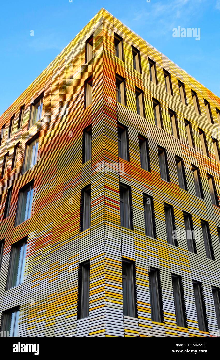 Straßburg, Frankreich, bunten Gebäude für das Zentrum für Biomedizinische Forschung an der medizinischen Fakultät der Universität Straßburg, CHU. Stockbild