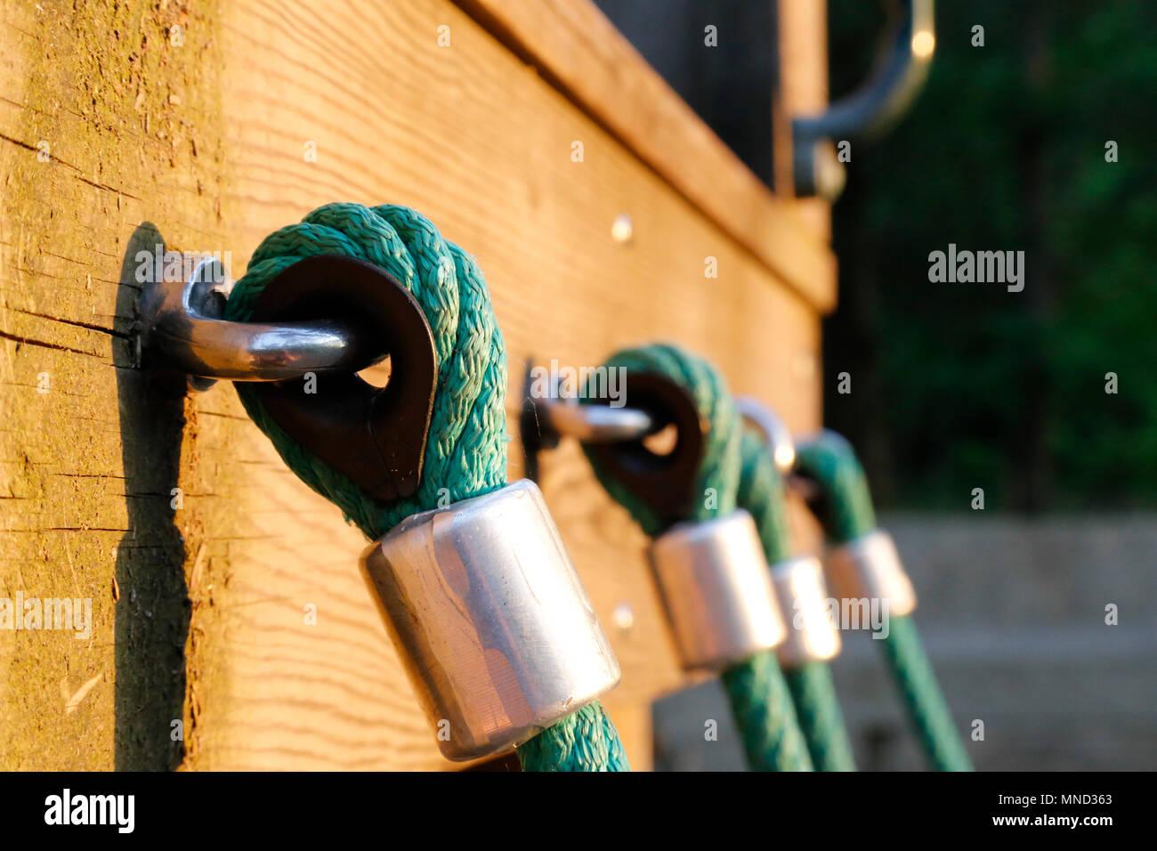 Klettergerüst Aus Seilen : Nahaufnahme von seil am klettergerüst stockfoto bild: 185299355 alamy
