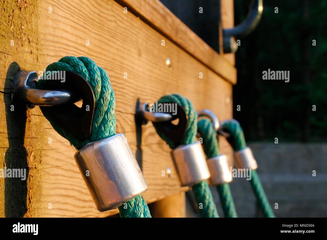 Klettergerüst Mit Seilen : Klettergerüste für kinder oder klettergerüst mit haltegriffen