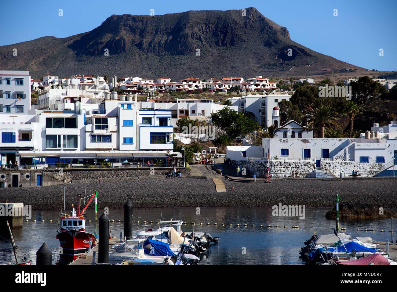 Agaete Gran Canarias, Span - 24 Dezember, 2017 Agaete auf Gran Canaria, Spanien. Strand und Hafen im kleinen Dorf Agaete auf Gran Kanaren. Stockbild