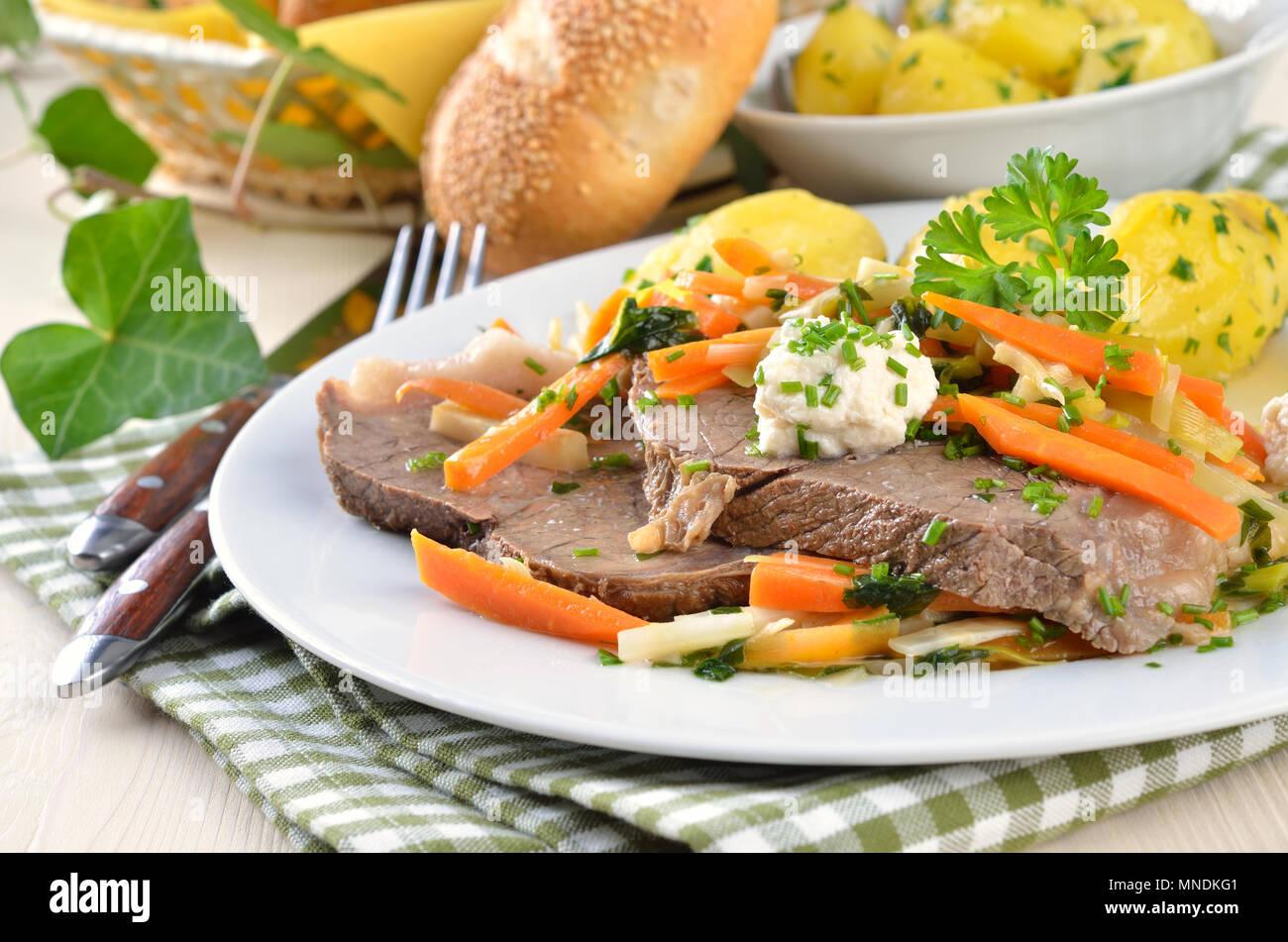 Tafelspitz Mit Wurzelgemüse Butter Kartoffeln Und Meerrettich