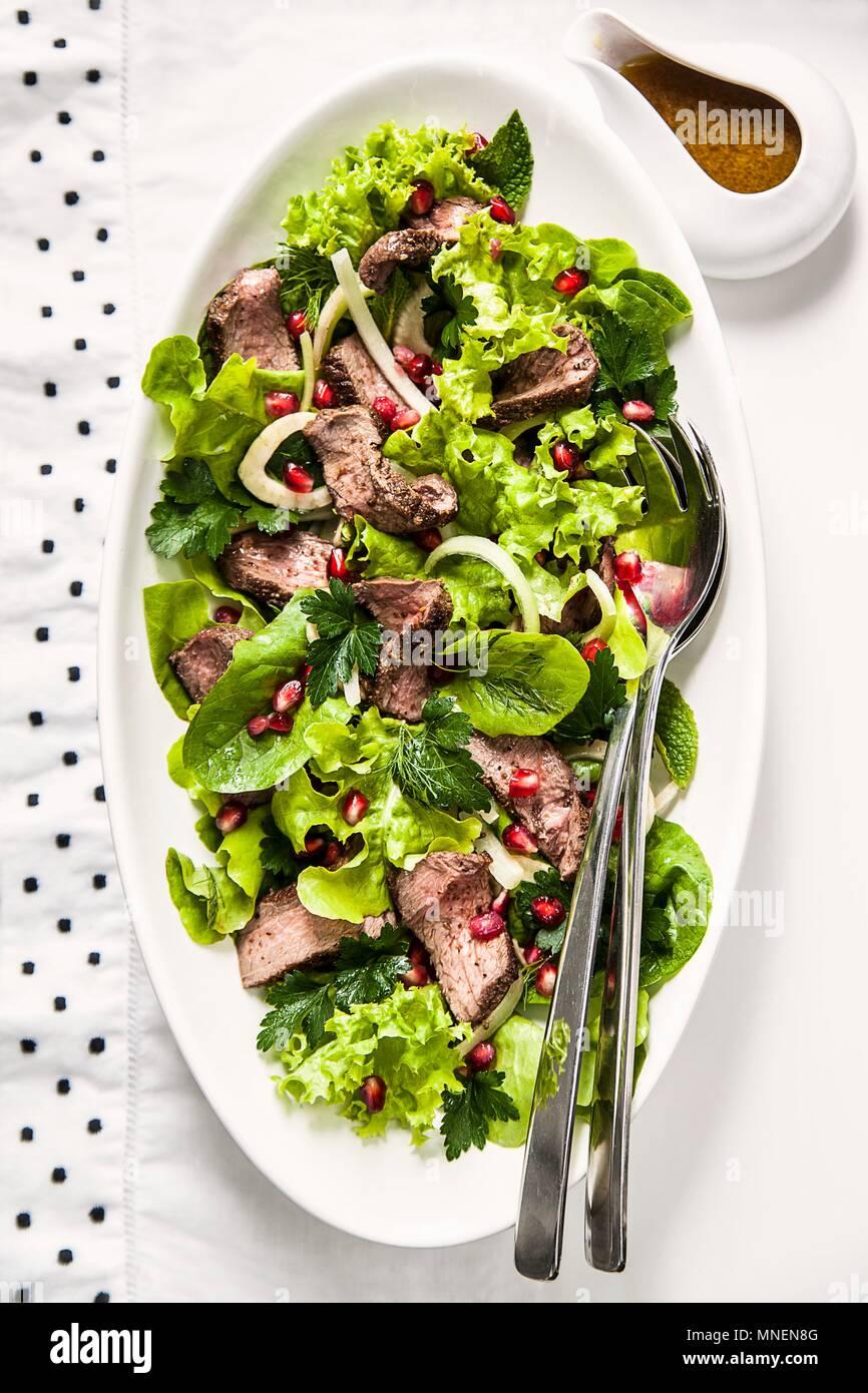 Wild und Fenchel Salat mit Granatapfel Samen Stockbild