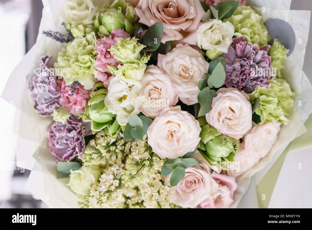 Blumenschmuck Multicolor Bouquet Von Schonen Blumen Auf Holzernen