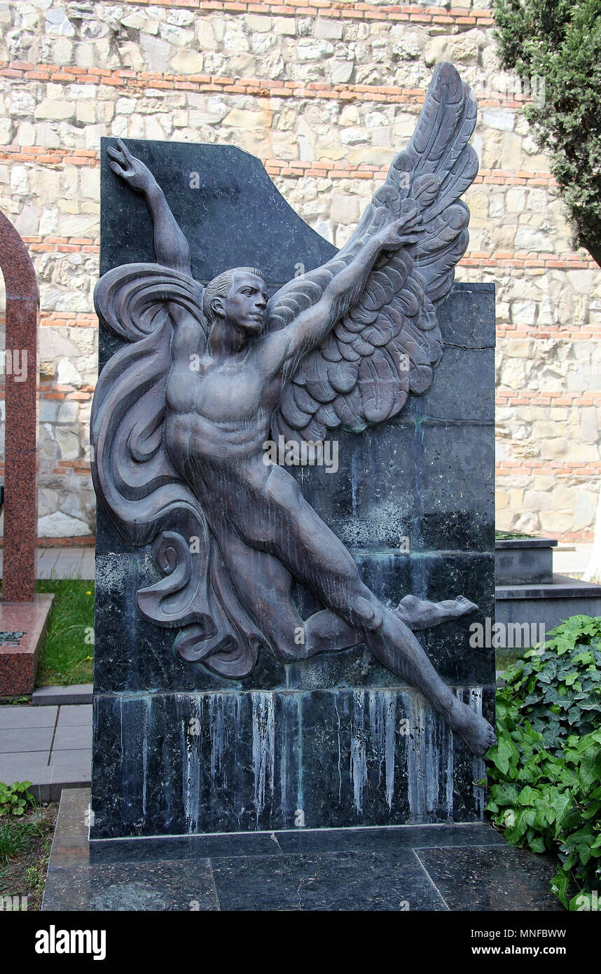 Skulptur an mtatsminda Pantheon von Autoren und Persönlichkeiten des öffentlichen Lebens in Tiflis Stockbild
