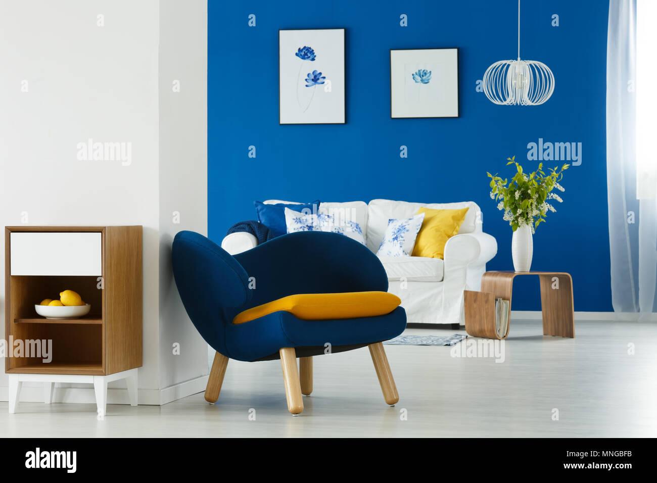 Moderne Einrichtung In Blau Und Weiß Wohnzimmer