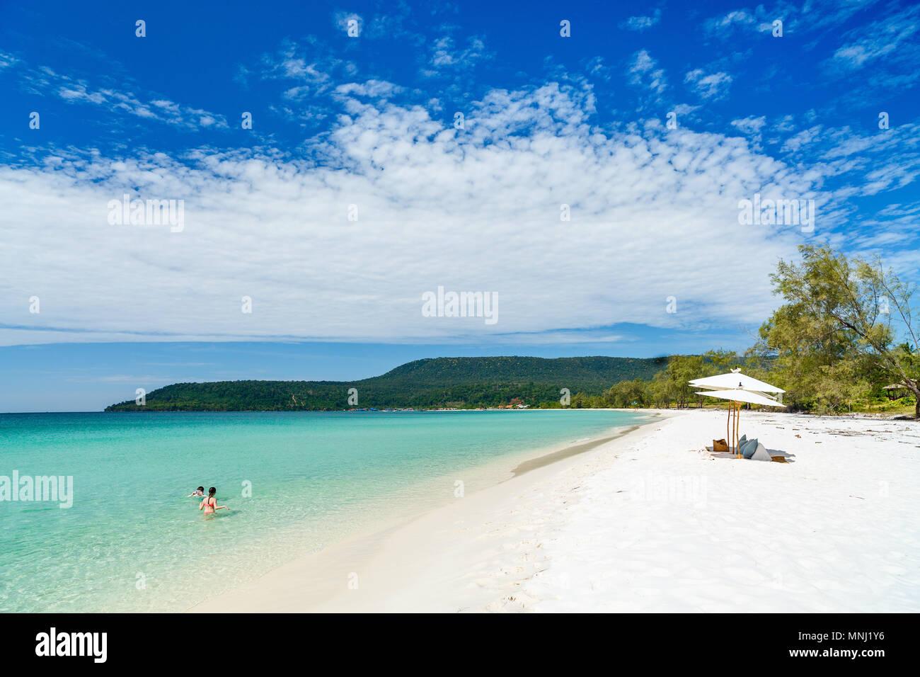 Landschaft Foto der schönen weißen Sand exotischen Strand auf Koh Rong Insel in Kambodscha Stockbild