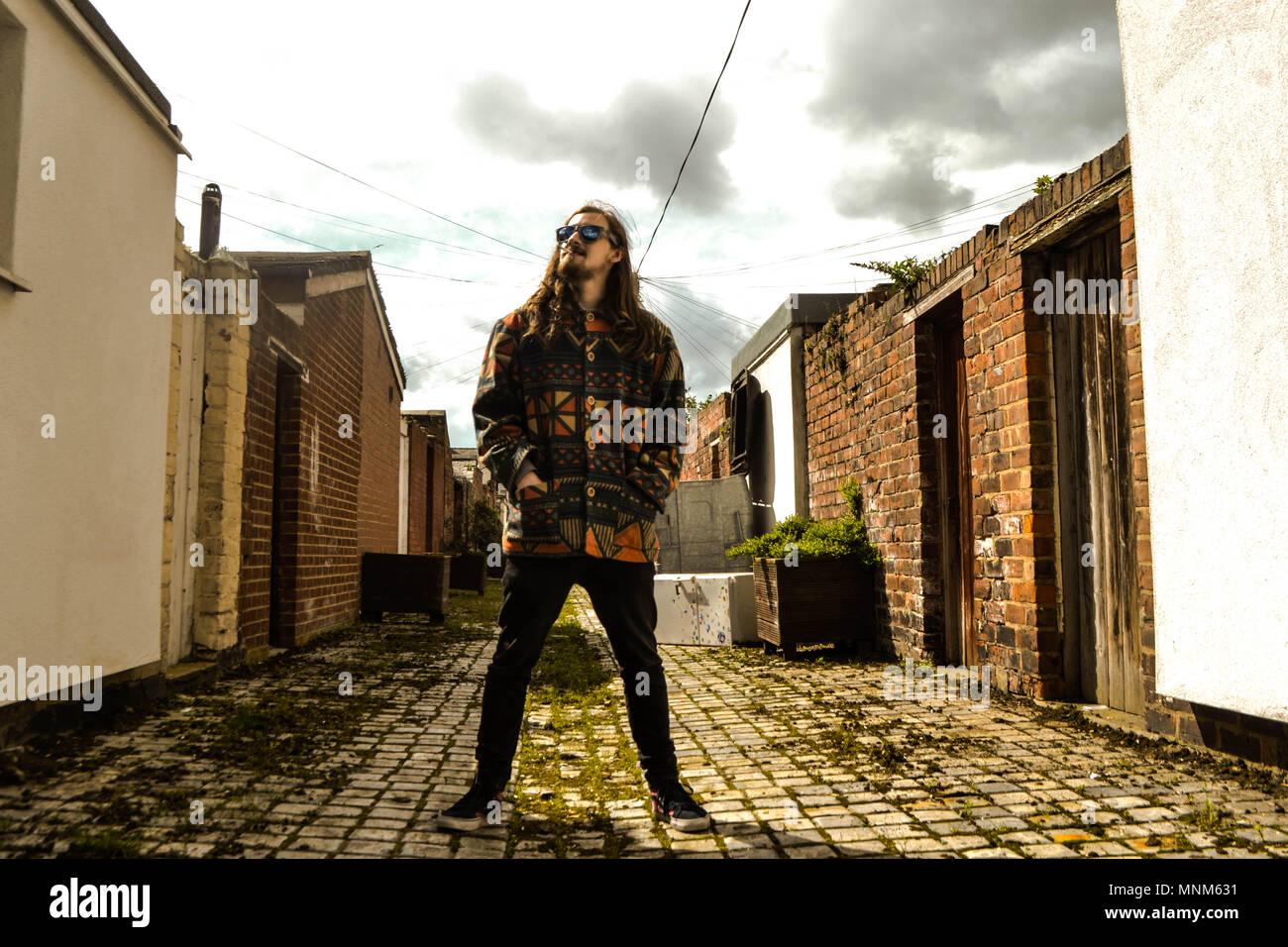 Stilvolle Mann in der Gasse ghetto Stand Stockbild