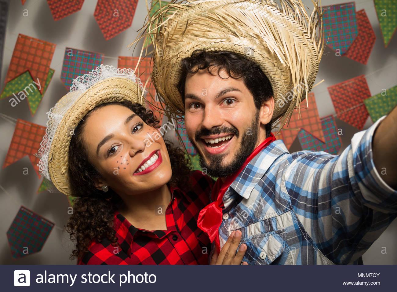Festa Junina: Partei in Brasilien in den Monat Juni. Mann und Frau ...
