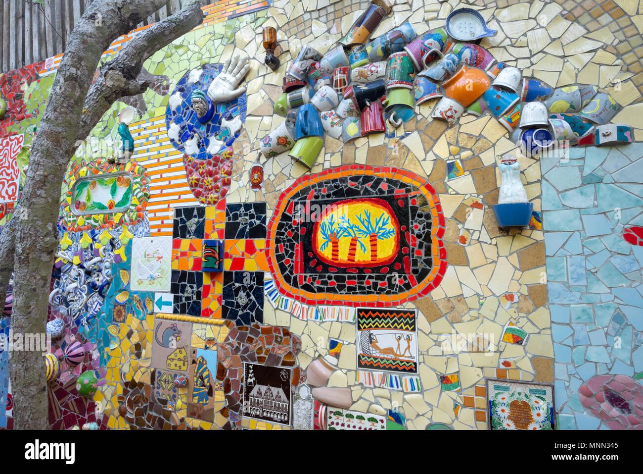 Die Galápagos-Keramik Mosaik Kunst Garten in Puerto Ayora ...