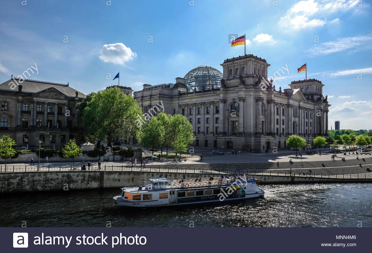 Reichstag und Spree in Berlin Deutschland Stockbild