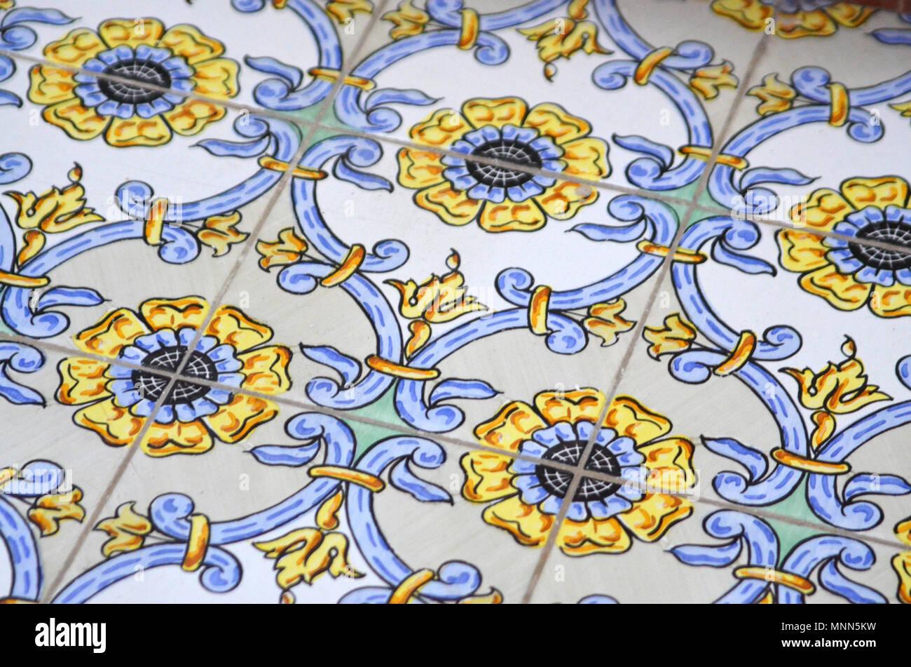 Italienische Fliesen Mit Blumenmuster Stockfoto Bild 185476925 Alamy
