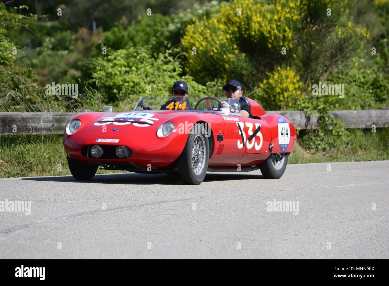PESARO SAN BARTOLO, Italien, 17. Mai - 2018: O.S.C.A. MT4 1450 2AD 1955 auf einem alten Rennwagen Rallye Mille Miglia 2018 die berühmten italienischen histo Stockfoto