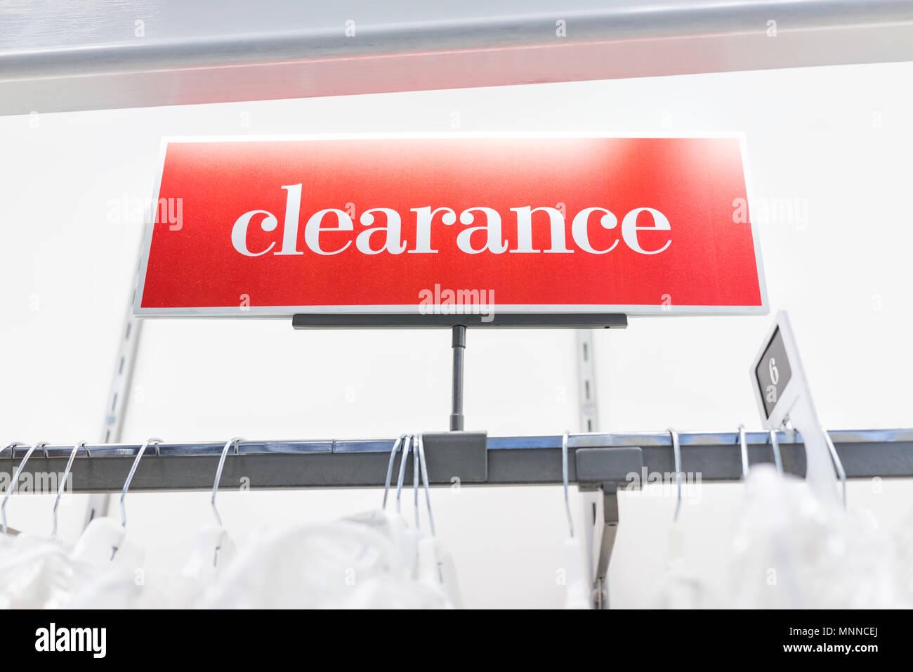 Discount Store Sign Stockfotos & Discount Store Sign Bilder - Alamy