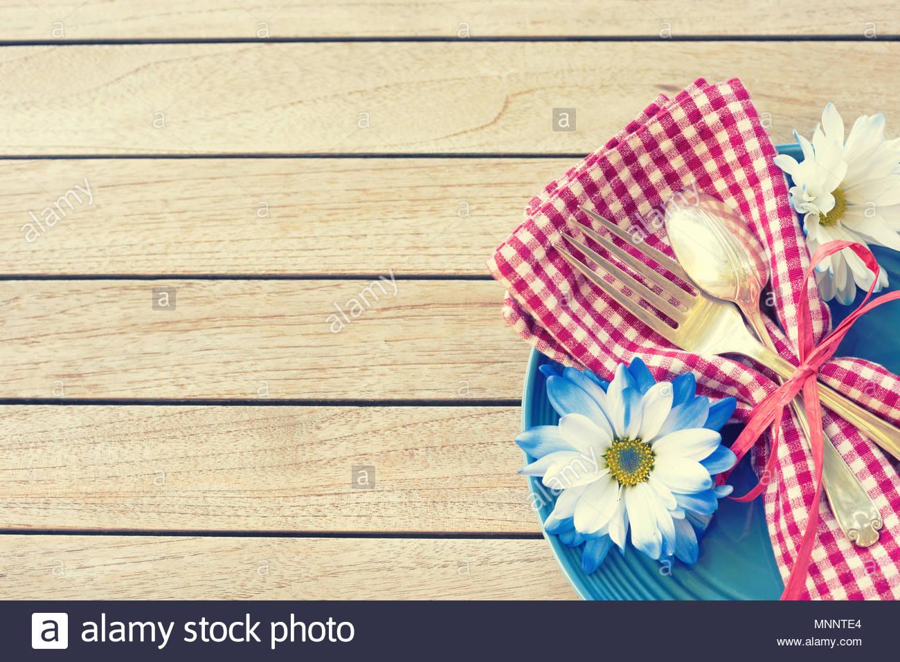 Picknicktisch Einstellung in Rot, Weiß und Blau für den 4. Juli ...