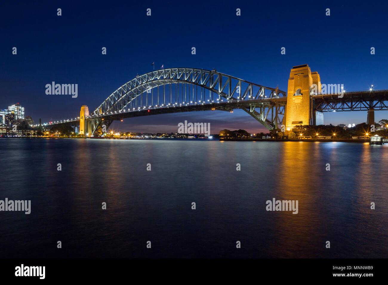 Sydney Harbour Bridge im Hafen von Sydney in Australien. Stockbild