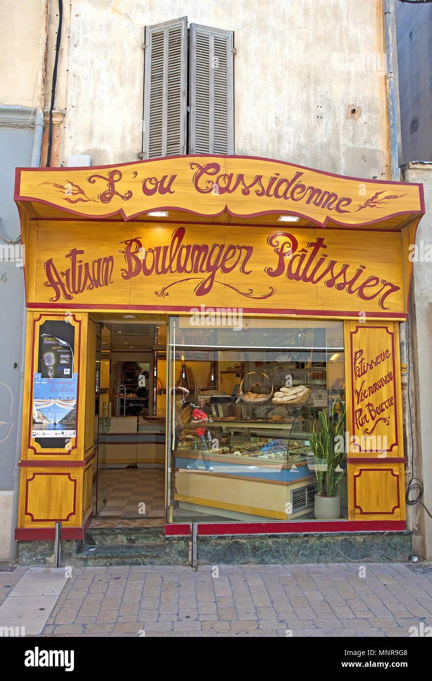 Traditionelle Boulangerie und Patissierie bei Cassis, Bouches-du-Rhône der Region Provence-Alpes-Côte d'Azur, Südfrankreich, Frankreich, Europa Stockbild