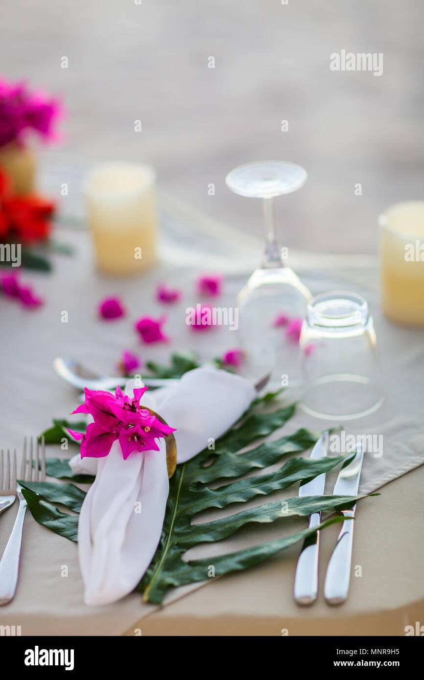 Schön serviert Tabelle für romantische Veranstaltung Feier oder Hochzeit Stockbild
