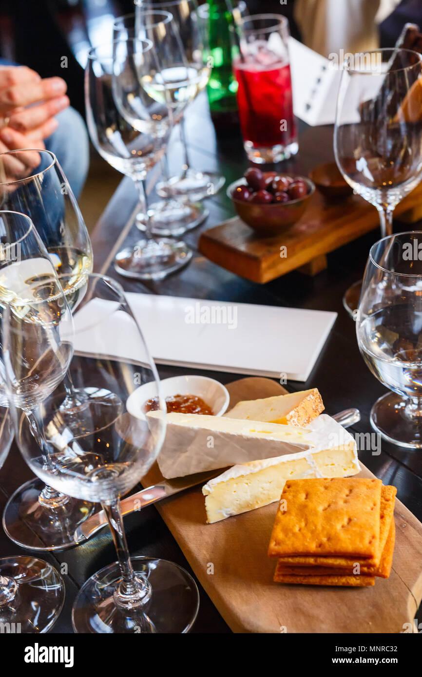 Wein- und Käseverkostung in Südafrika Immobilien in Kapstadt Weinregion Stockfoto