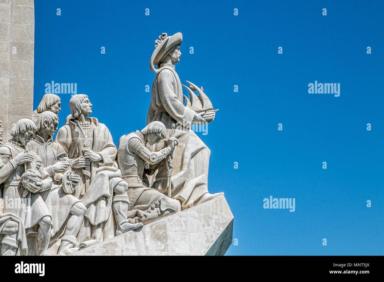 Lissabon, Portugal, 5. Mai 2018: Monument der Entdeckungen, die Heinrich der Seefahrer und andere prominente Persönlichkeiten aus Portugal Zeitalter der Entdeckungen Stockbild