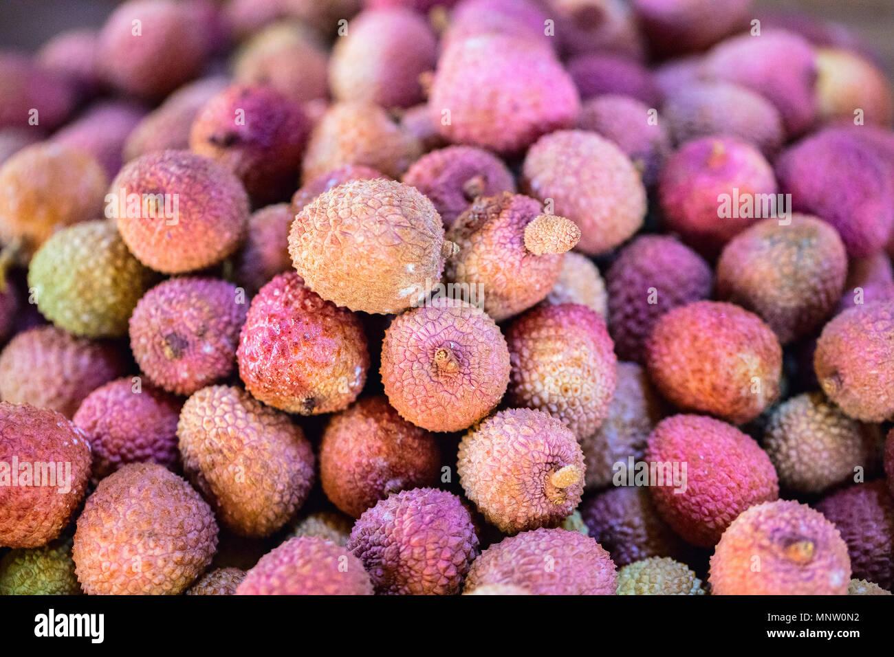 Sortiment an frischem Obst am Marktstand Stockbild