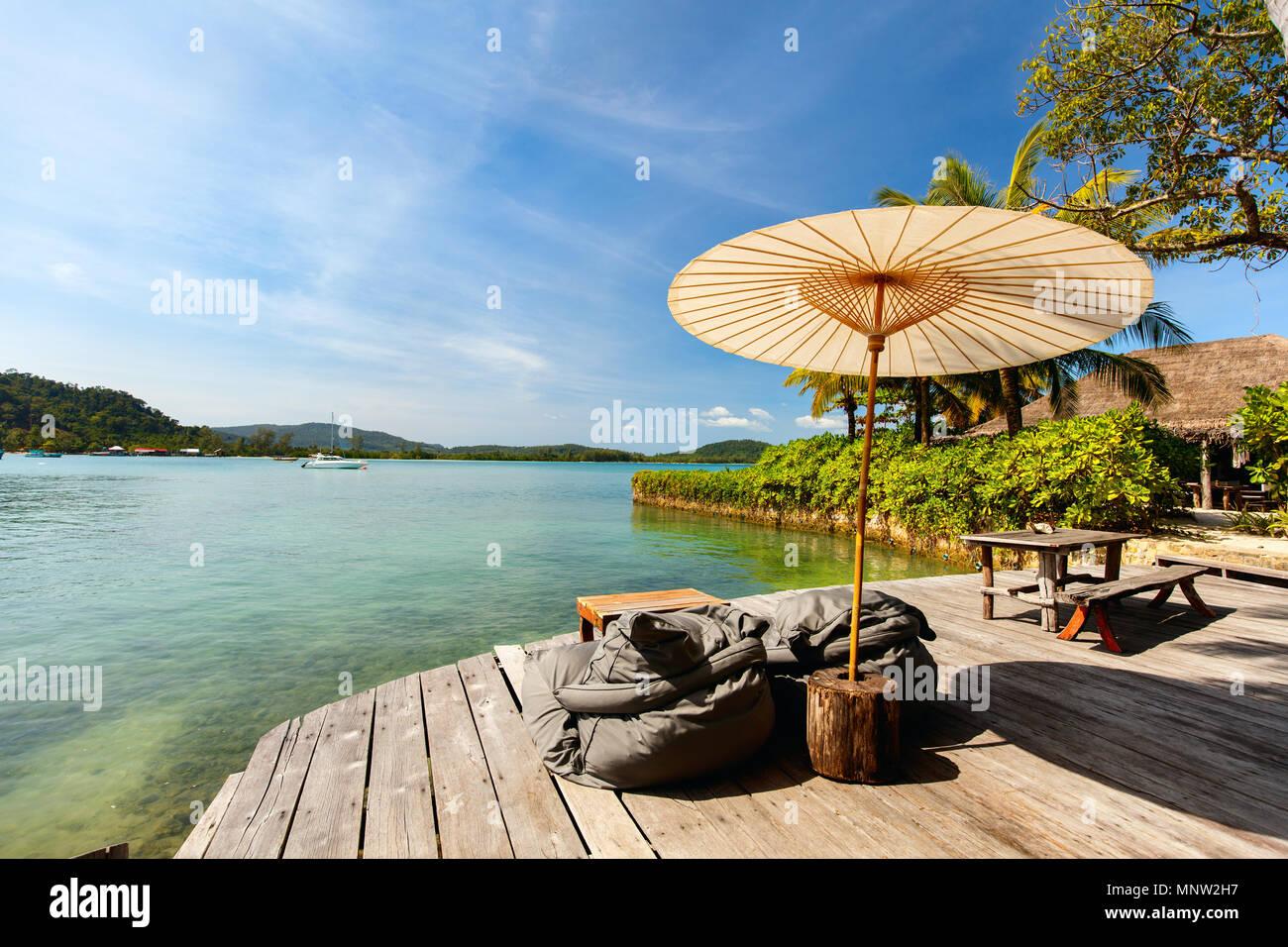 Idyllischen tropischen Insel und das türkisfarbene Wasser des Ozeans Stockbild