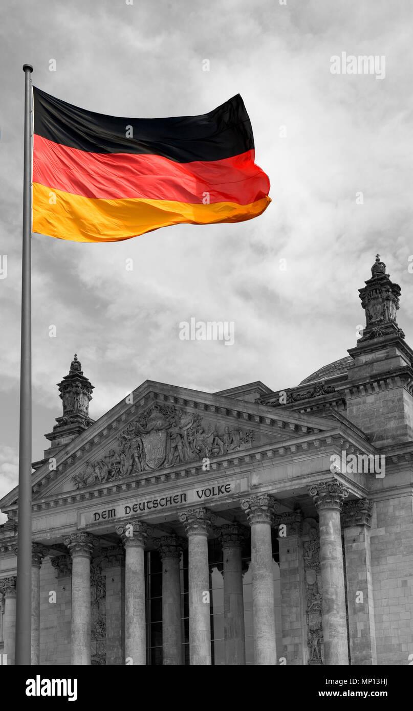 Berlin, Deutschland, 'Reichstag', Front, Elevation, Bundes republik Flagge, schwarz-weißes Gebäude, drei Farbe Flagge, Dienstag, 16.06.2009, © Peter SPURRIER Stockbild