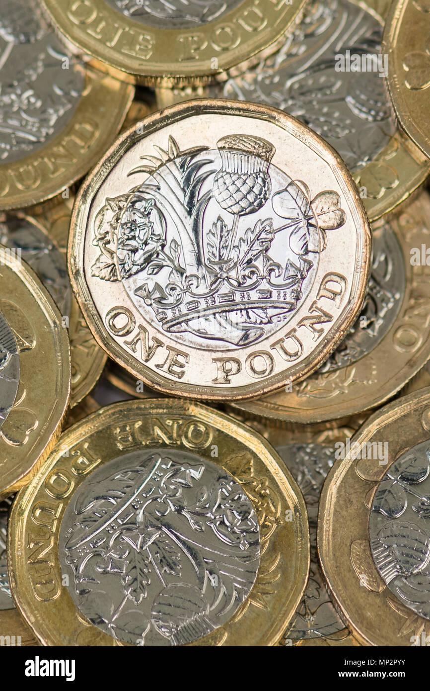 Stapel von Pfund Münzen von oben Stockbild