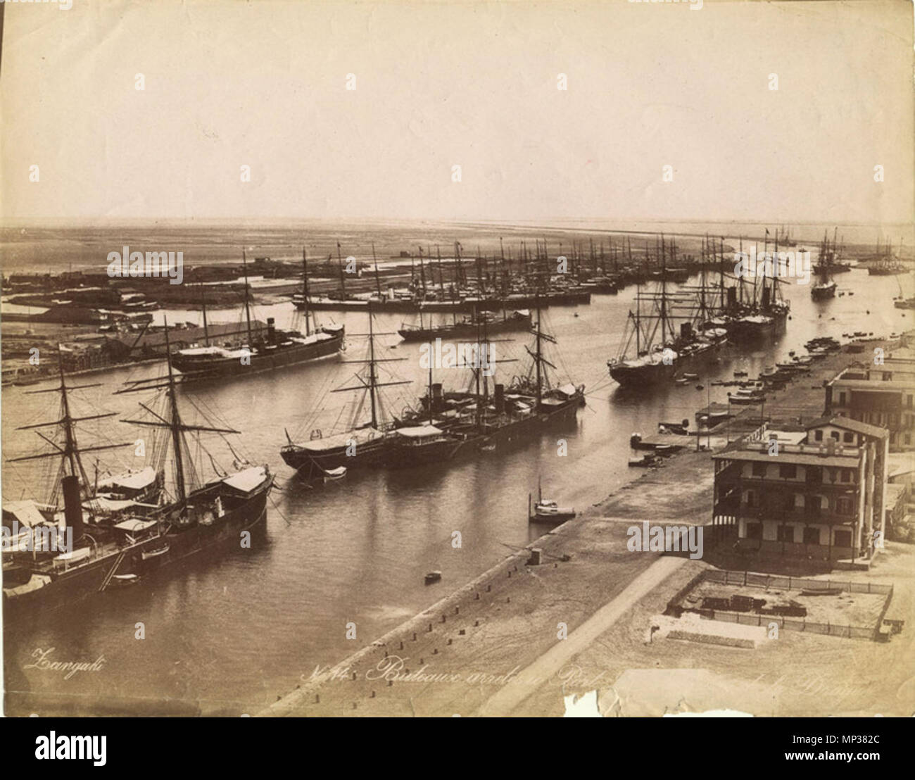 Français: Bateaux arretes ein Port S..... de Drague. 1880. Zangaki 1281  Zangaki. 0014. Bateaux arretes ein Port S..... de Drague