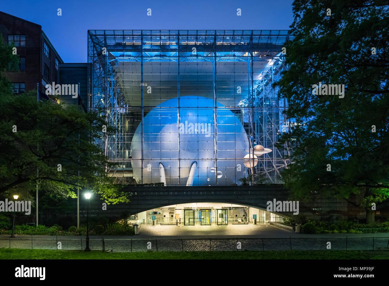 Das Hayden Planetarium in der Nähe des Central Park in New York City, USA. Stockbild