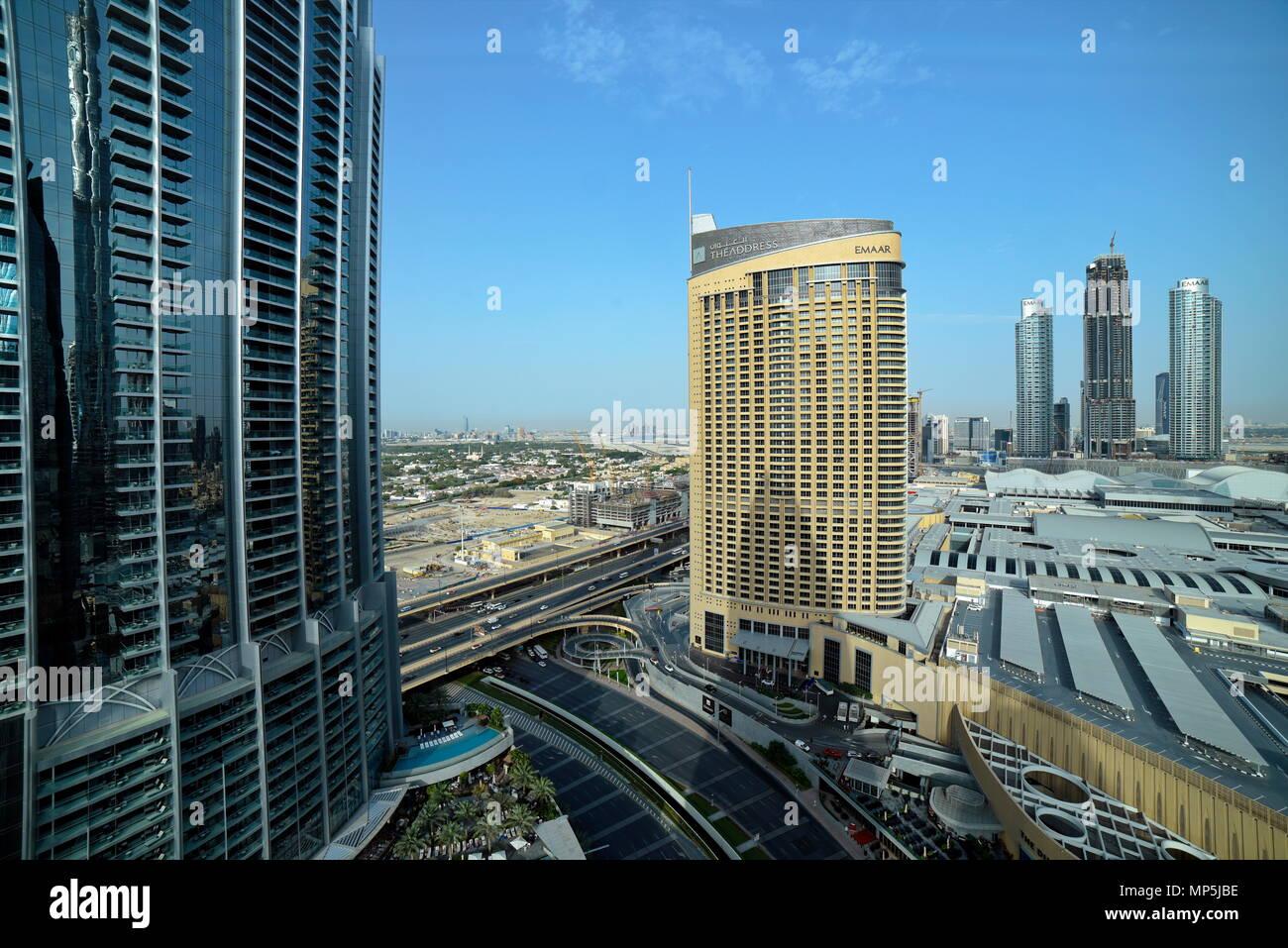 Dubai, Vereinigte Arabische Emirate - Mai 17, 2018: Sheikh Mohammed Bin Rashid Boulevard, der Dubai Mall und Burj Khalifa, dem Downtown Dubai, die Tal bekannt Stockbild