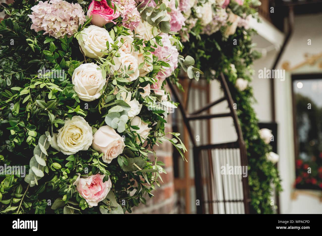 Hochzeit Dekoration Mit Kafig Auf Dem Tisch Stockfoto Bild