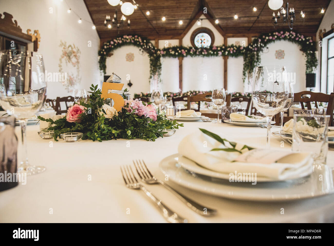 Hochzeit Tisch Im Restaurant Mit Vielen Transparenten Glaser